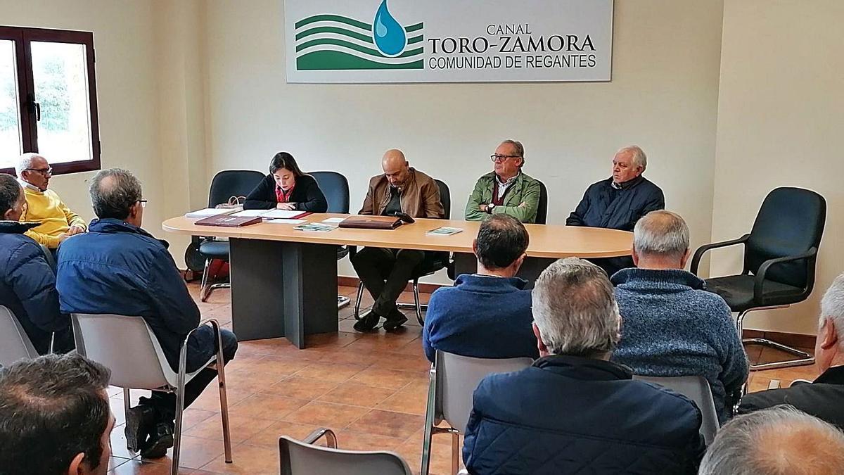 Regantes del canal Toro-Zamora en la última asamblea celebrada antes de la pandemia. | M. J. C.