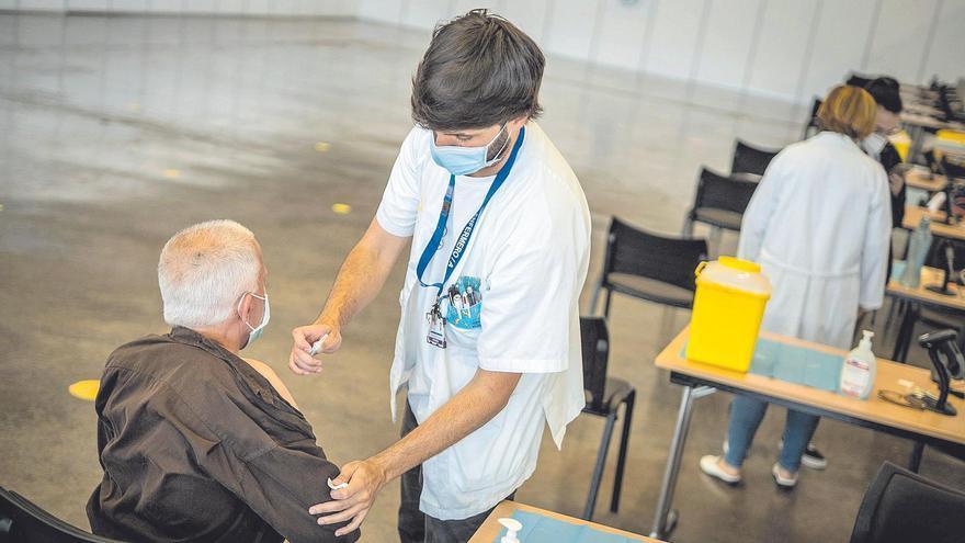 Tenerife y Gran Canaria comienzan a vacunar contra la Covid al grupo de 30 a 39 años