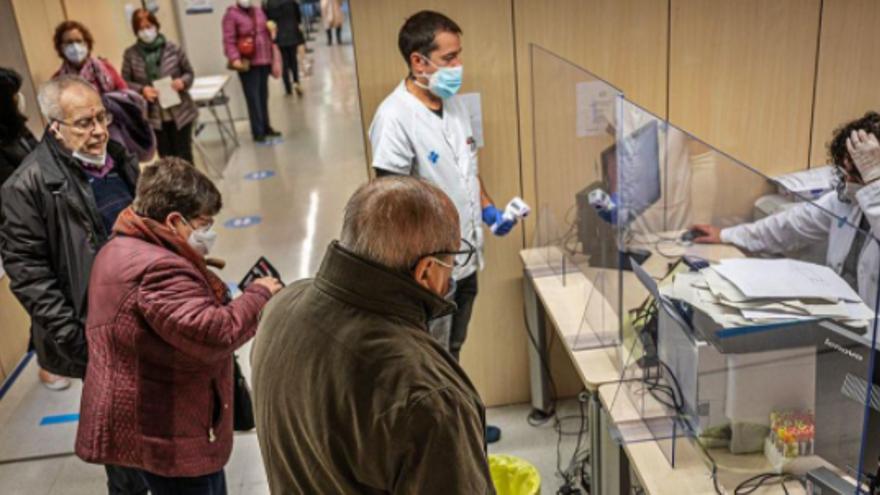 Els CAPs alerten del descontrol amb els malalts que no pateixen Covid