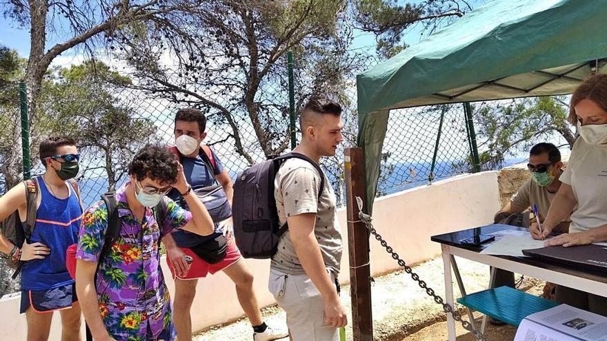 Las visitas con reserva a la Cova Tallada suben en julio y agosto en 3.772 senderistas