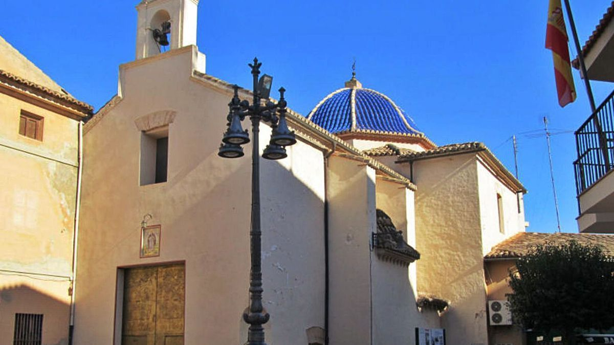 La ermita de Sant Antoni sirvió durante años de almacén para las andas de Semana Santa. | LEVANTE-EMV