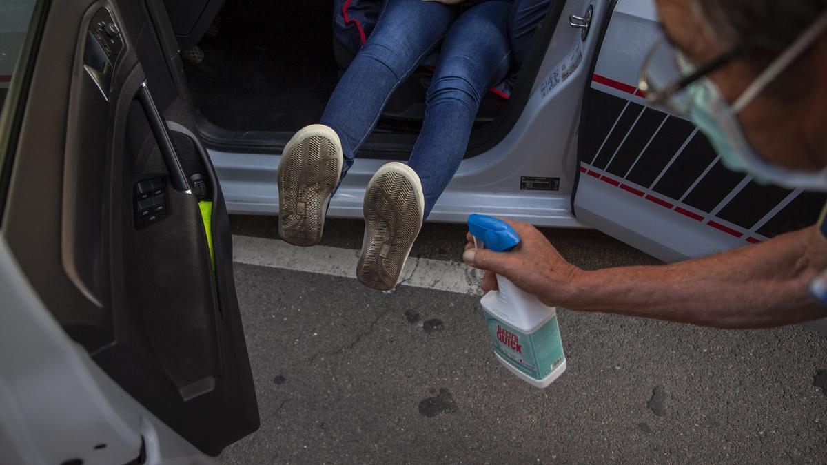 Una joven se examina del carnet de conducir en Zamora con todas las medidas de seguridad.