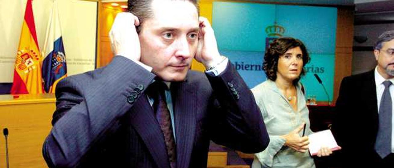 La Cámara deja a Guillermo García en funciones y vigila sus nuevos contratos