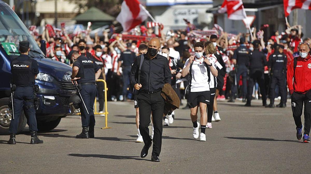 David Movilla llegando al estadio Francisco de la Hera de Almendralejo.