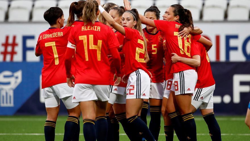 España golea a Islas Feroe