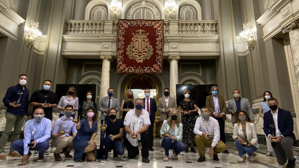 Foto de familia de los periodistas premiados