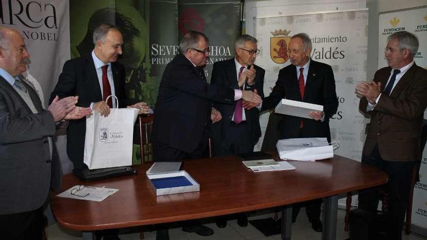 Luarca amplía el material sobre Severo Ochoa con la Universidad de Valladolid