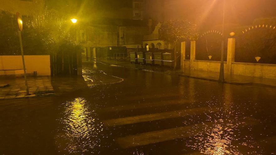 Inundaciones en Cangas tras desbordarse el río Bouzós