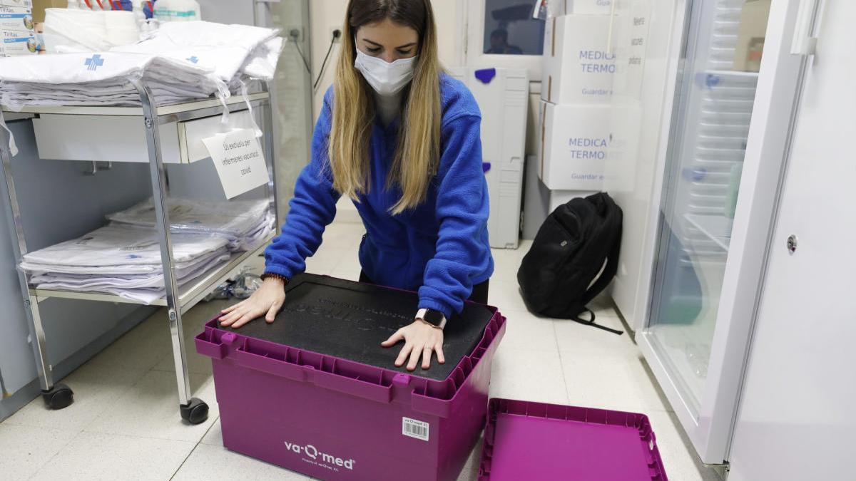 La caixa amb què s'han transportat les vacunes de la covid fins al Ripollès |