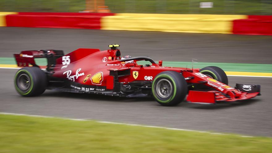 Hamilton manda y Sainz sufre un accidente en los segundos libres de Monza