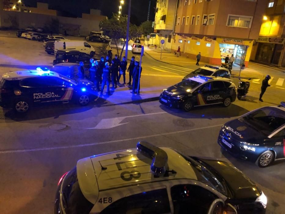 La Policía dispersa una celebración multitudinaria en el Espiritu Santo