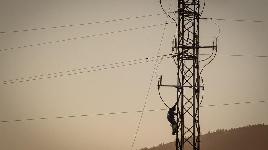 La Guardia Civil investiga la maniobra de la avioneta que cortó un cable en Tenerife