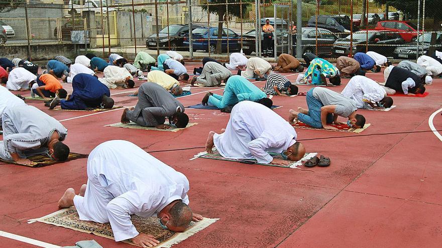 Rezo colectivo y al aire libre por la fiesta islámica del cordero