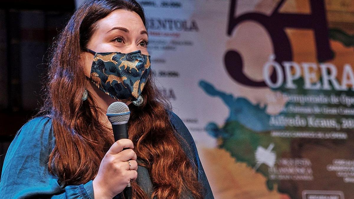 La mezzosoprano rusa, protagonista de 'La Cenerentola', Victoria Yarovaya, ayer, durante la presentación de la ópera bufa en el Teatro Pérez Galdós. | | ÁNGEL MEDINA/EFE