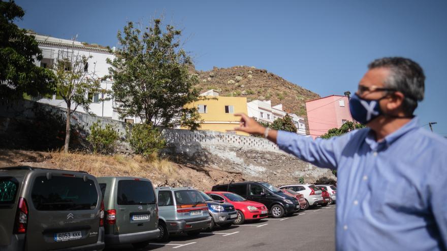 Un nuevo muro en la calle Río Orinoco mejorará la movilidad en Cueva Bermeja