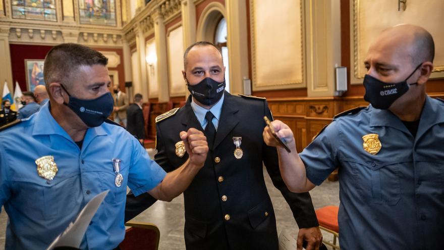 Entrega medallas a la Policía Local Santa Cruz
