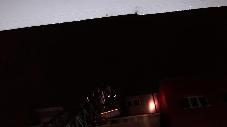 """La borrasca """"Álex"""" provoca desprendimientos y caídas de árboles en Vilagarcía"""