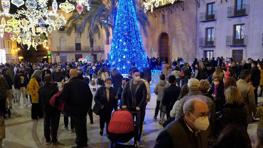 Así de concurrido luce el centro de Elche a dos semanas de Navidad