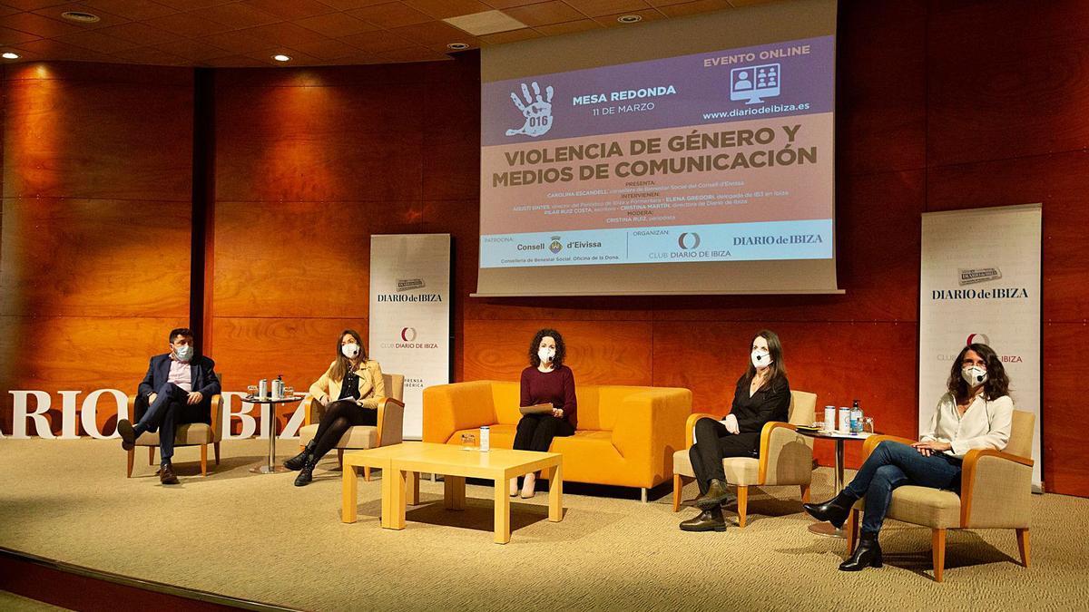 Agustí Sintes, Elena Gregori, Cristina Ruiz, Pilar Ruiz Costa y Cristina Martín, ayer en el Club Diario de Ibiza.