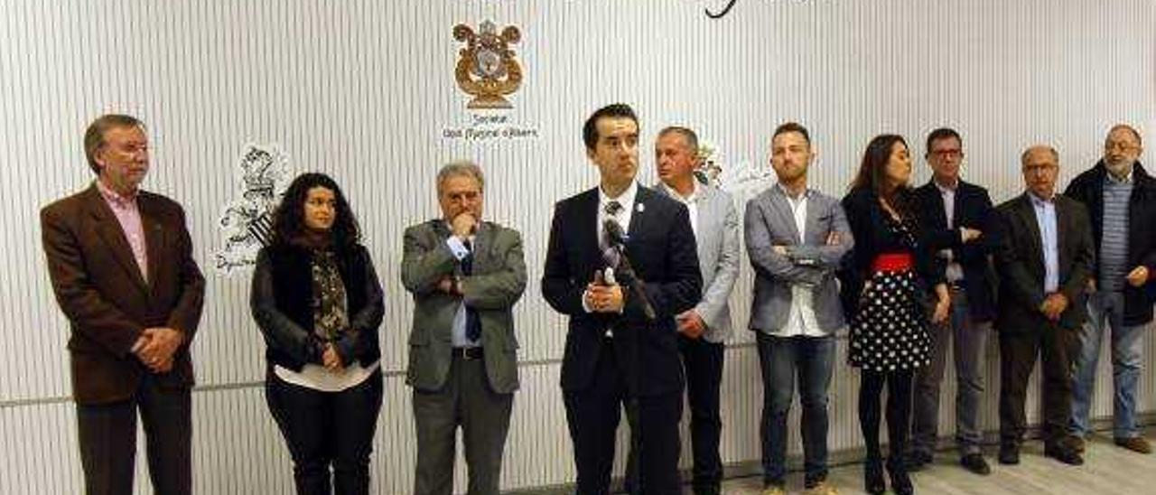 Rus arropa a dos meses de las elecciones al alcalde de Alberic que expulsó del PP