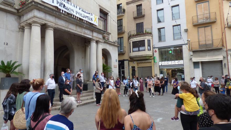 Minut de silenci a Figueres contra les violències masclistes