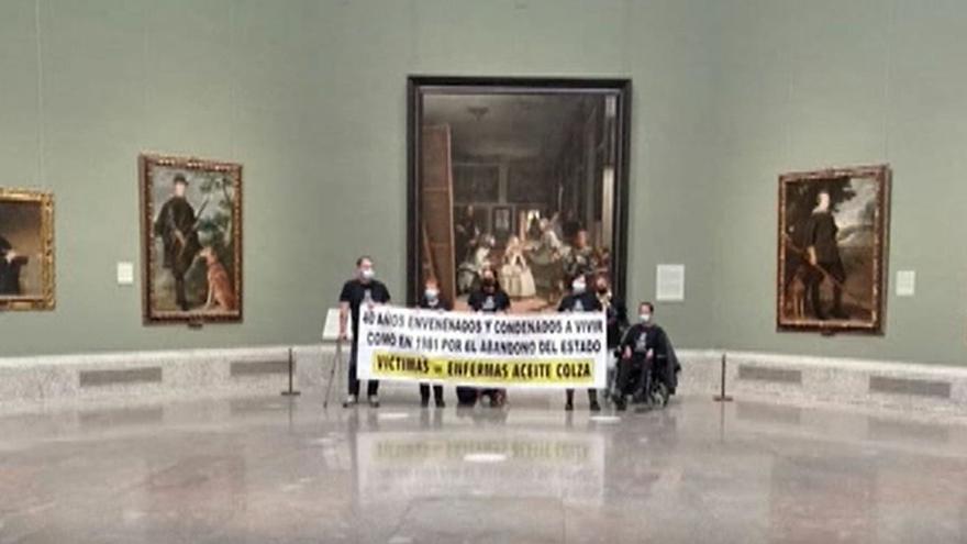 """Un grupo de víctimas del aceite de colza se encierra en el museo del Prado y amenaza """"con retransmitir en directo su descanso eterno"""""""