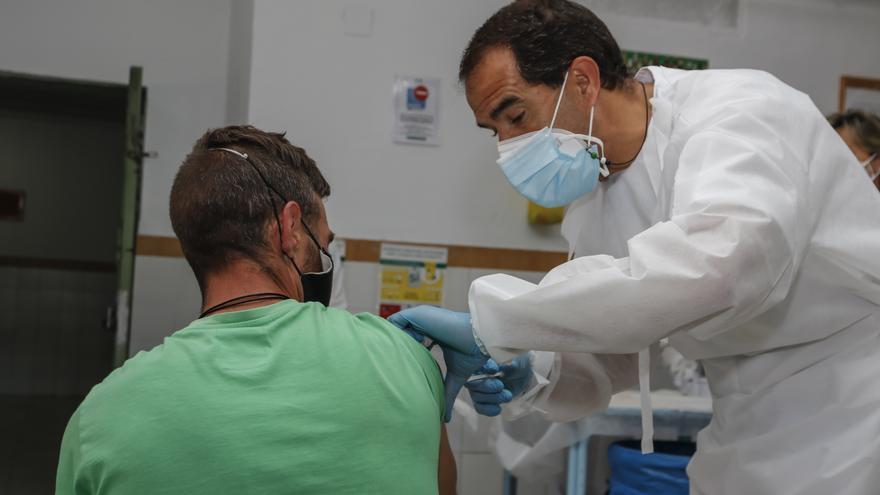 Inmunizan a 260 reclusos de la prisión de Cáceres