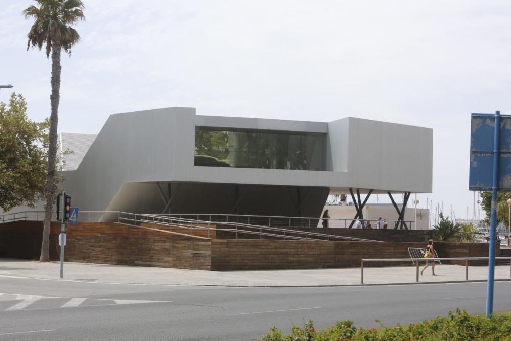"""Colomer afirma que Alicante cuenta """"con una oficina de atención al visitante que se corresponde con su imagen de destino turístico inteligente de primer orden""""."""