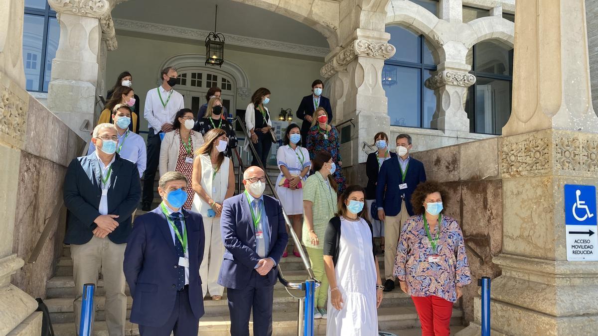 Profesores, ponentes y expertos de Segittur en el Palacio de la Magdalena de Santander, donde se han celebrado los Encuentros sobre Destinos Turísticos Inteligentes.