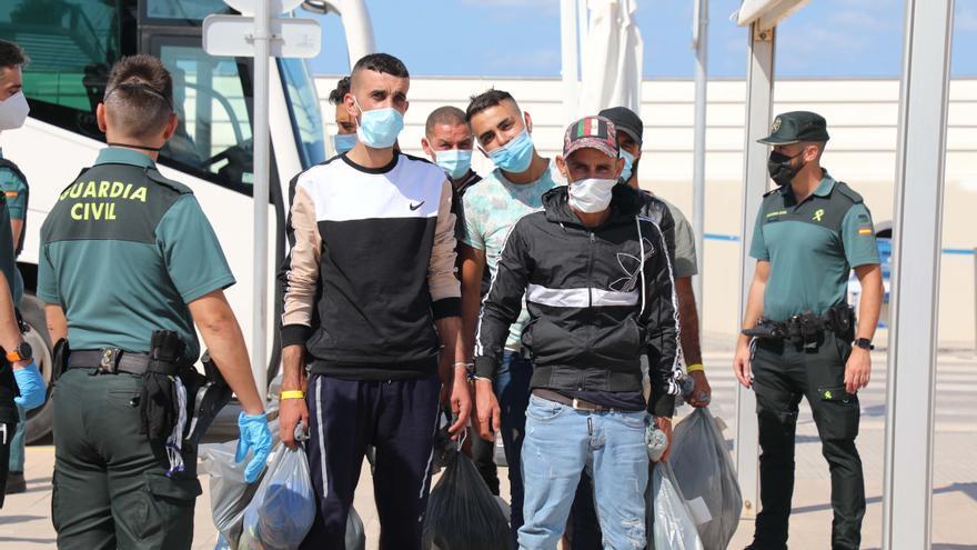 Aluvión de pateras: trasladados a Ibiza los últimos migrantes llegados hoy