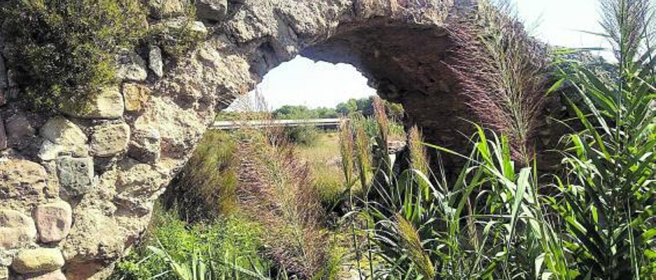 Estado actual del Pont de les Jovades en Torres Torres. | DANI TORTAJADA