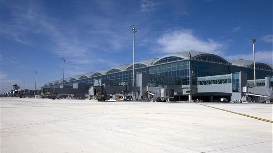 El aeropuerto de Alicante-Elche llevará el nombre de Miguel Hernández