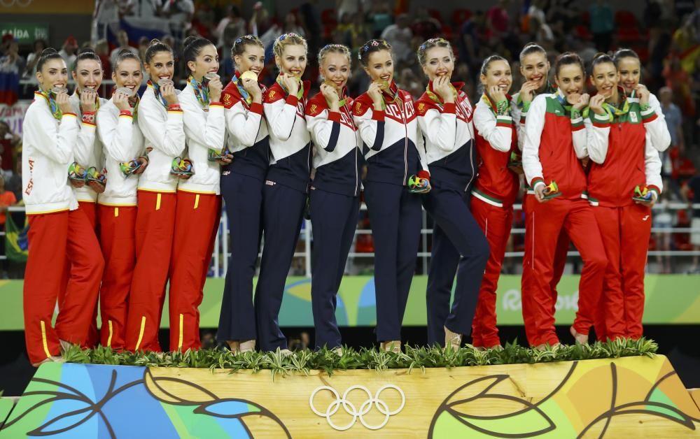 Voleibol: El equipo chino femenino recibe la medalla de oro.