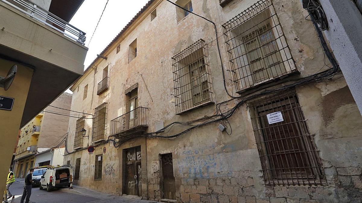 Estado en el que se encuentra la Casa Romeu de Sagunt.   DANIEL TORTAJADA