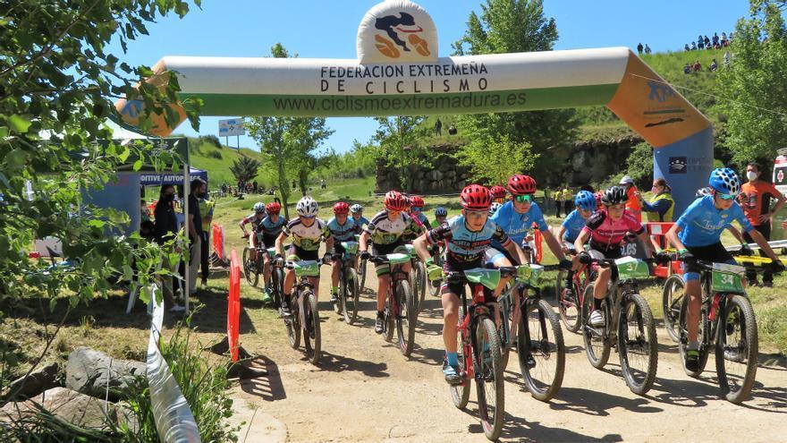 Escuela de ciclismo y ayuntamiento apuestan por la continuidad de la Copa Tentudía Bike