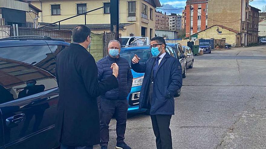 El Ayuntamiento desbrozará la calle del Rayo