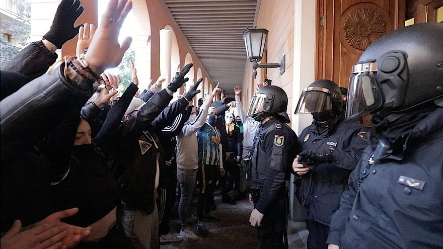 Detenido un hombre por romper un cristal del Parlament en la manifestación del pasado 12 de enero