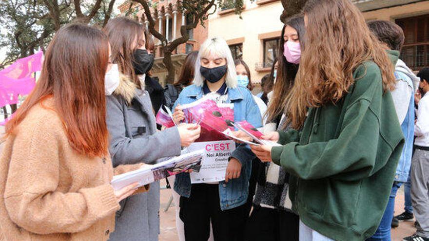 Sant Feliu de Guíxols promou que els alumnes de batxillerat artístic s'involucrin en la creació d'una exposició