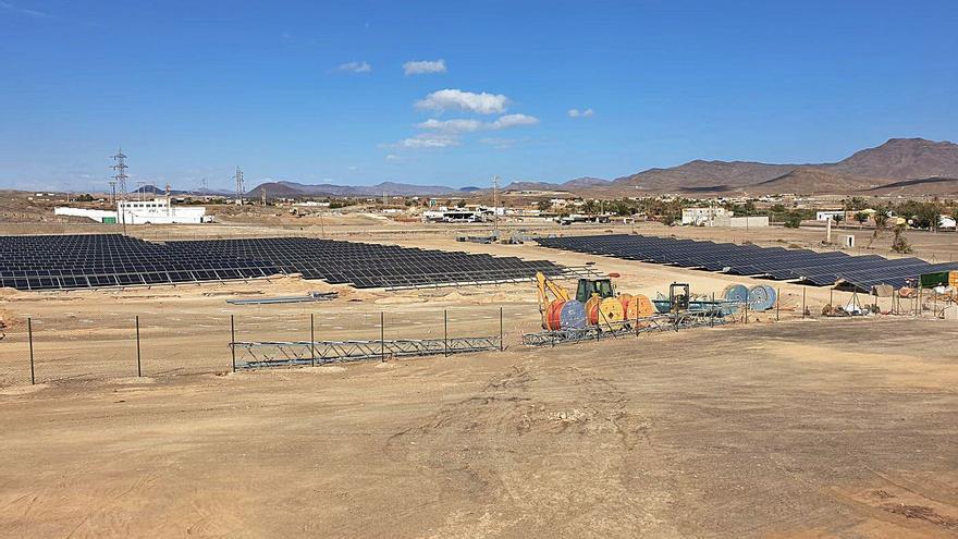Tuineje alberga el primer parque solar de la isla con cerca de 20.000 módulos