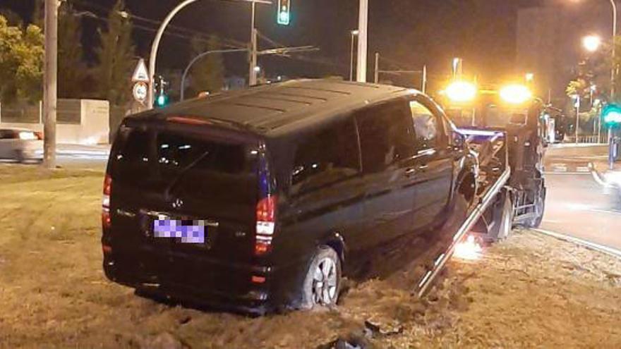 """Un conductor de Cabify, a cuatro pasajeras antes de empotrarse en una rotonda en Alicante: """"Este viaje os va a salir gratis"""""""