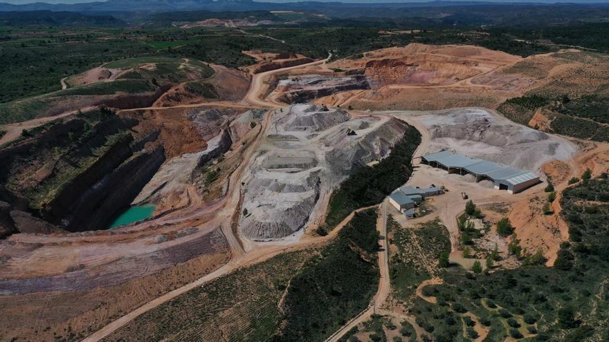Porcelanosa reforesta una mina con la plantación de 10.400 árboles