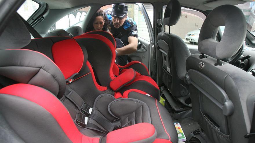 Las reglas de oro de la DGT para atar a la vida a los niños en la silla del coche