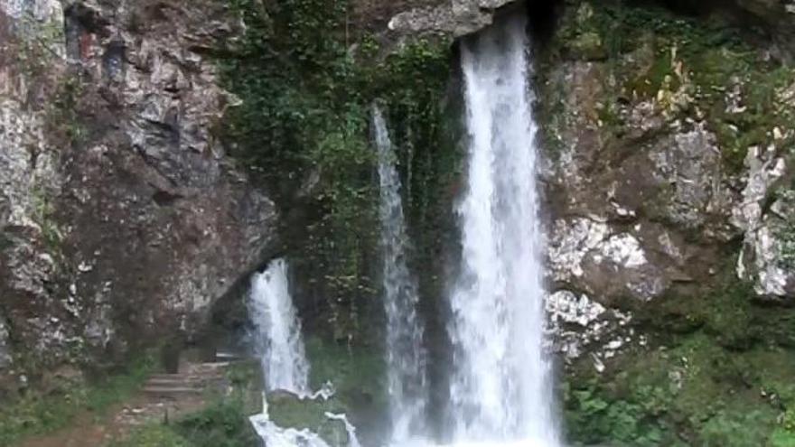 """Las lluvias hacen revivir el """"chorrón"""" de Covadonga"""