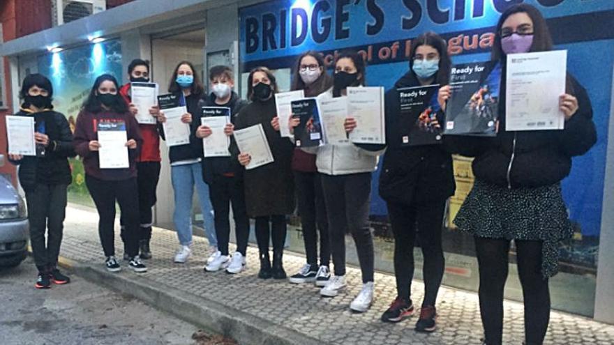 Diplomas para el alumnado de Bridge's School
