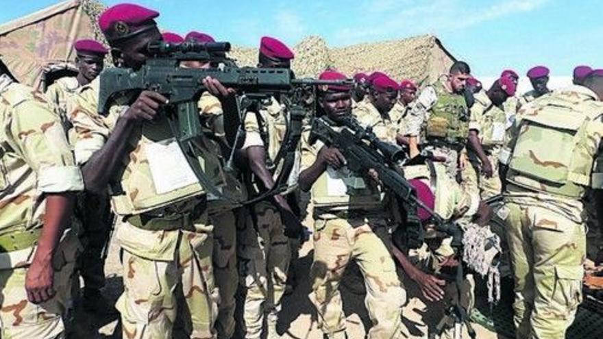 El Ejército mauritano detiene y deja en tierra a cincuenta migrantes que iban a viajar a Canarias