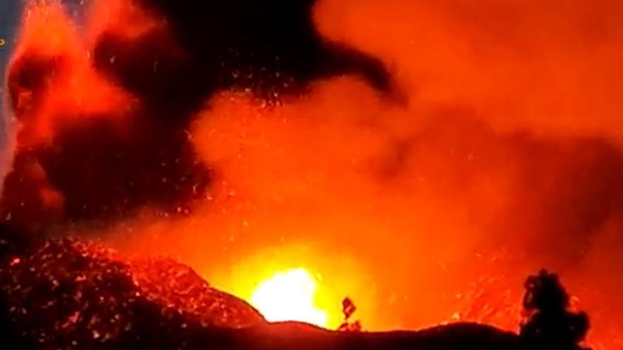 La erupción del volcán de La Palma vuelve a cobrar fuerza. Imágenes desde Tacande