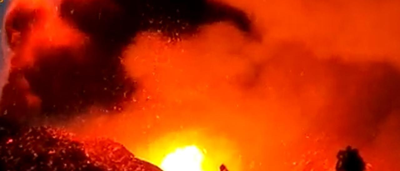 El volcán de La Palma alimenta tres coladas y una de ellas se encuentra a 84 metros del mar