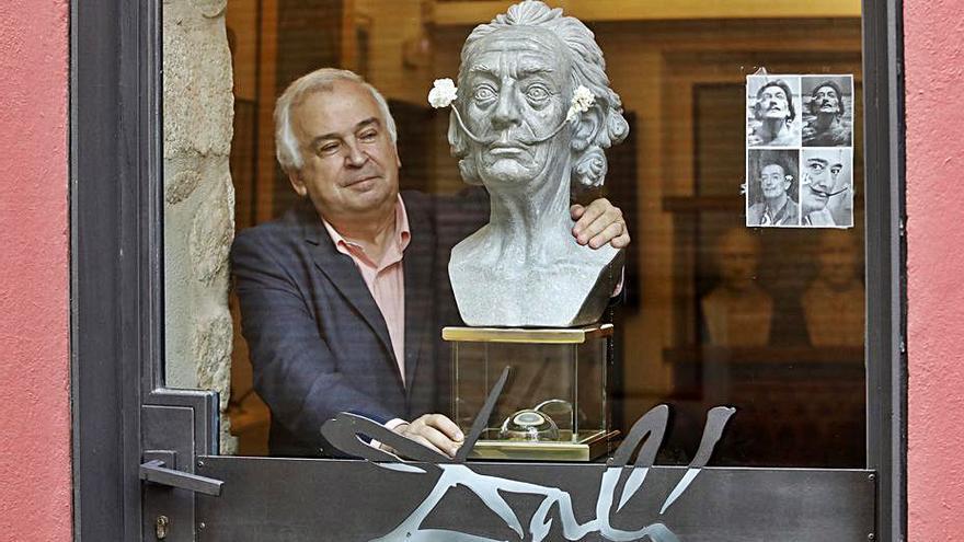 Bigotis d'en Dalí exposats a l'hotel Llegendes de Girona
