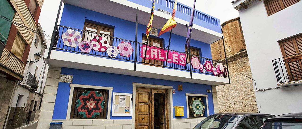Fachada del Ayuntamiento de Calles, uno de los afectados por el requerimiento. | FERNANDO BUSTAMANTE