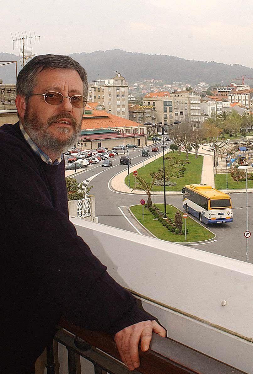 Como autor teatral ganó en 2008 el premio Max al mejor texto en gallego